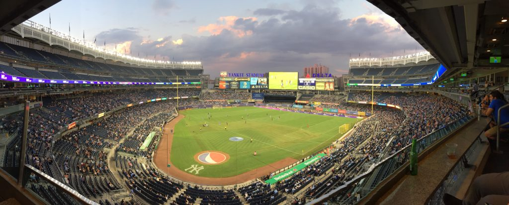 Legendarul Yankee Stadium se transformă în stadion de fotbal la meciurile de acasă ale echipei New York City FC.
