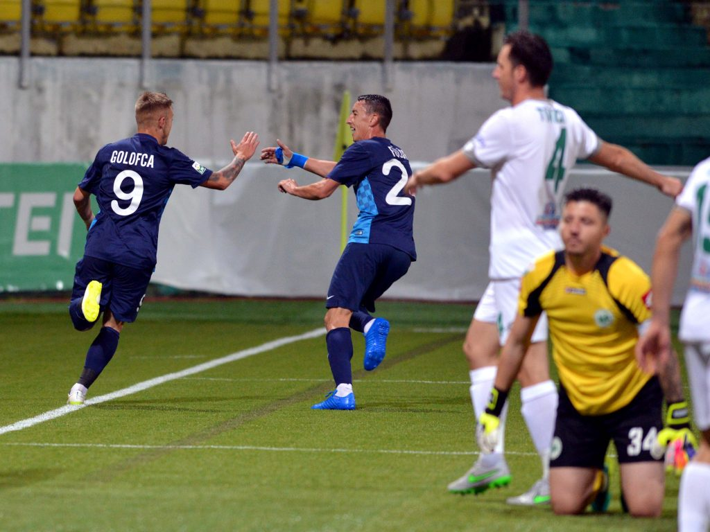 Catalin Golofca se bucura dupa golul marcat contra Chajnei. Foto: Sportpictures.eu