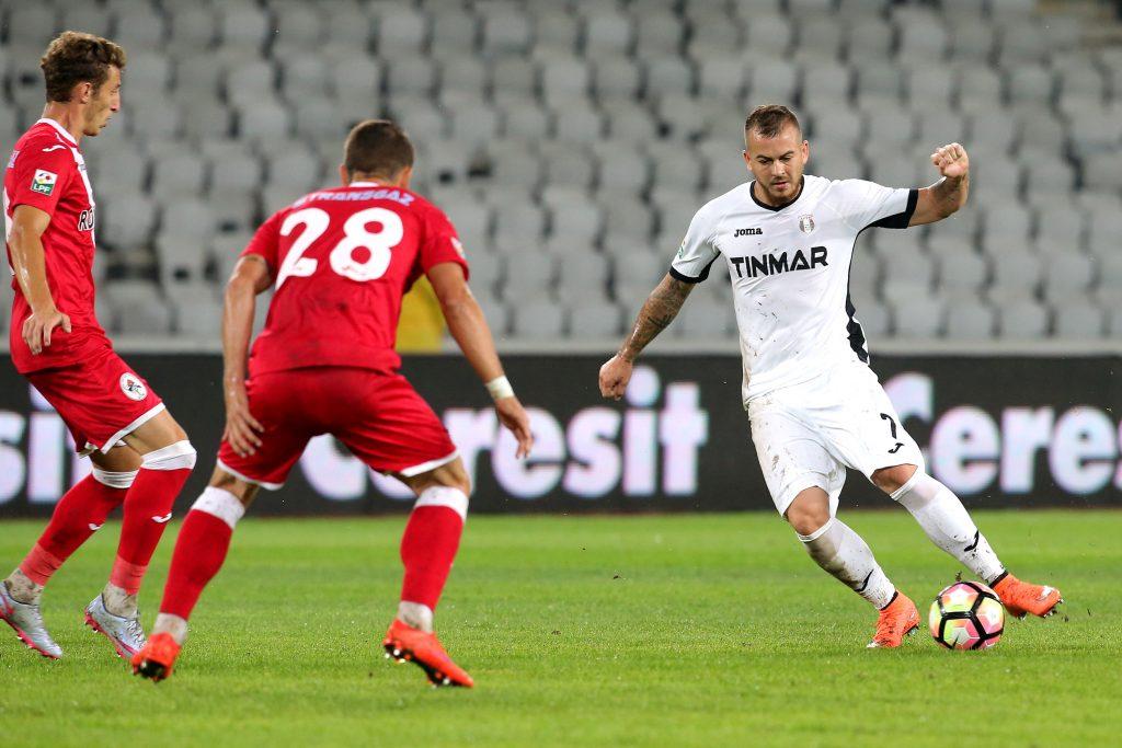 Denis Alibec în acțiune în meciul Astra Giurgiu - Gaz Metan Mediaș. Foto: Mircea Rosca / SportPictures